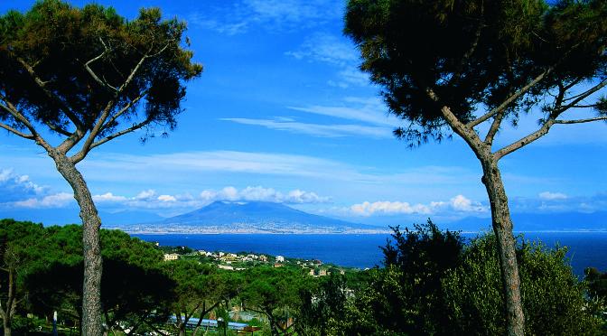 """A Napoli per """"Un posto al sole"""": dalla fiction al cineturismo"""