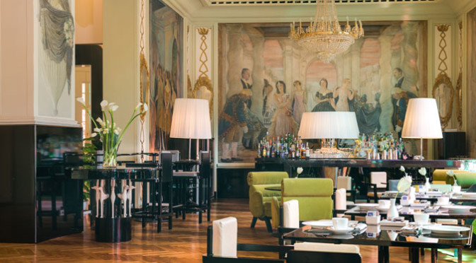 Roma, via Veneto da film. Lo storico Grand Hotel Palace come set